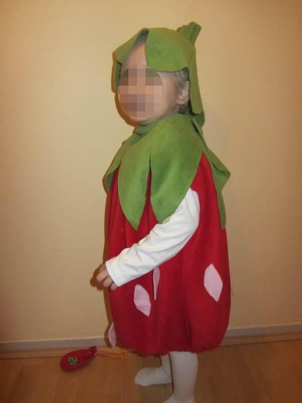 Kostum Erdbeere Knuffeliges De